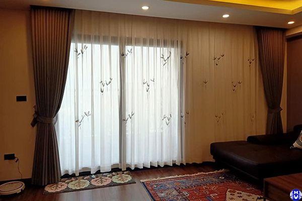 Mẫu rèm cửa cao cấp phòng khách lắp âm trần tại chung cư vinhome cầu giấy