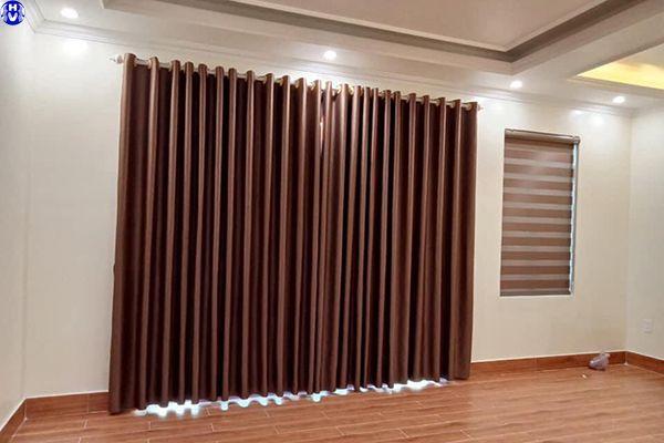 Mẫu rèm vải giá rẻ phòng khách nhà anh nam tại quận tây hồ