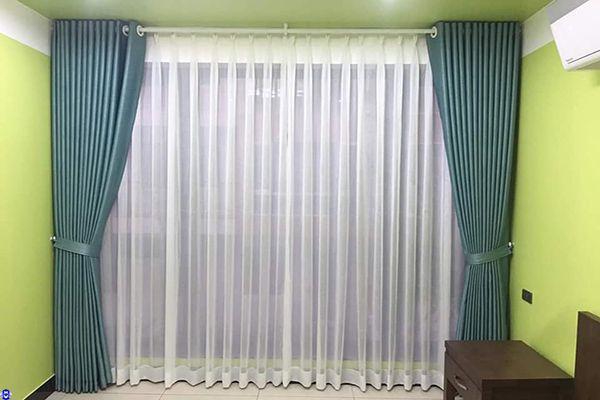 Phối nội thất rèm cửa theo sơn tường cùng màu xanh người mệnh mộc