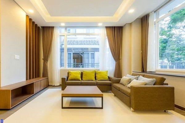 Rèm cửa màu vàng phòng khách theo phong thủy cho gia chủ mệnh kim