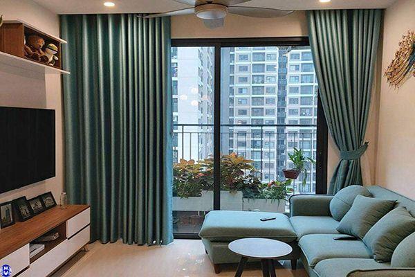Rèm cửa màu xanh phòng khách hợp gia chủ bản mệnh mộc
