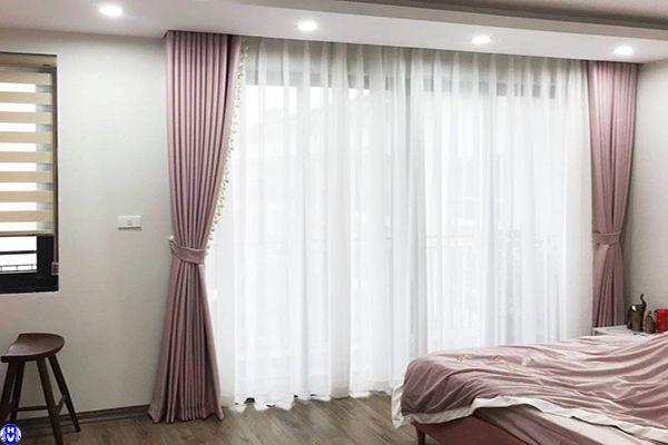 Rèm cửa phòng ngủ màu hồng phấn hợp người mệnh Hỏa