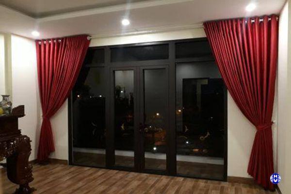 Rèm cửa phòng thờ màu đỏ chuẩn phong thủy
