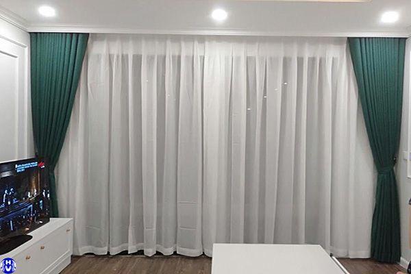 Rèm cửa sổ chất liệu vải thổ cẩm màu xanh lắp tại thanh liệt