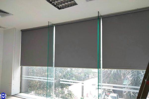 Rèm cuốn nhựa cửa sổ giá rẻ lắp đặt văn phòng tại hai bà trưng