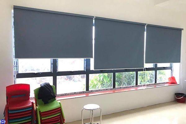Rèm cuốn nhựa cửa sổ kéo tay dùng trường học lắp võng thị tây hồ