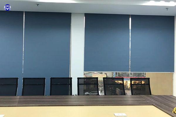 Lắp rèm cuốn trơn giá rẻ văn phòng tại xuân thủy cầu giấy
