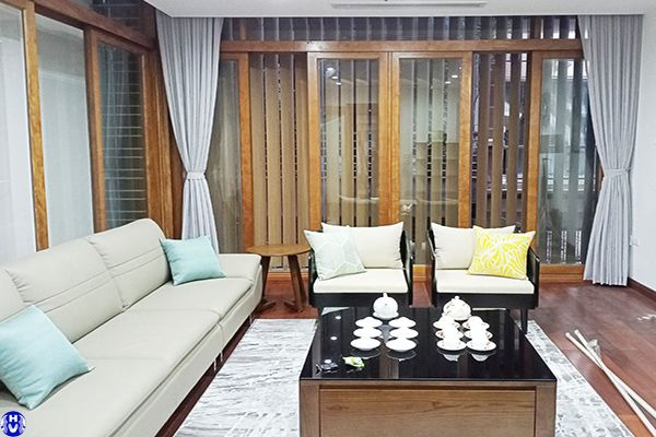 Rèm vải 1 lớp cửa sổ màu trắng sữa cho gia chủ mệnh Kim nhà biệt thự
