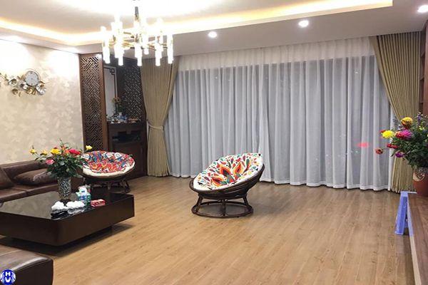 Rèm vải 2 lớp cửa sổ màu vàng cát phòng khách biệt thự hồ ba mẫu đống đa