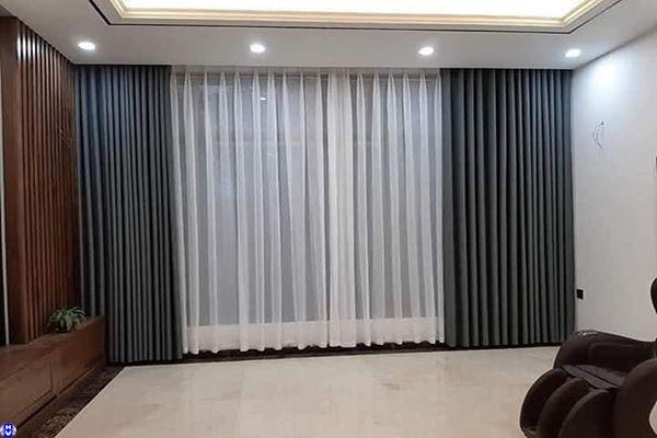 Rèm vải 2 lớp cửa sổ màu xám lắp phòng ngủ ở hàng quạt