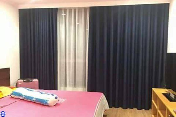 Rèm vải 2 lớp cửa sổ màu xanh đen lắp chung cư khách hàng mệnh Kim