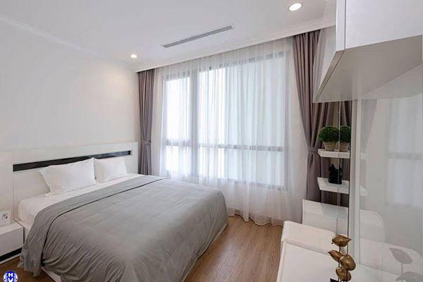 Rèm vải 2 lớp màu be sáng chống nắng phòng ngủ nhà chị dương ở tây hồ