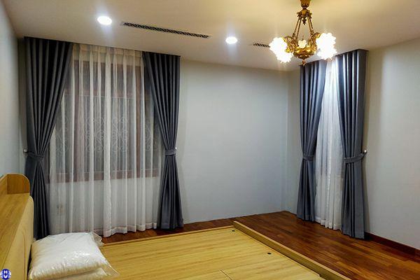 Rèm vải 2 lớp màu xám phòng ngủ nhà anh đức ở long biên