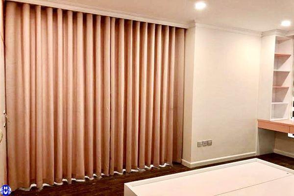 Rèm vải cửa sổ chống muỗi màu hồng lắp ngô sỹ liên đống đa