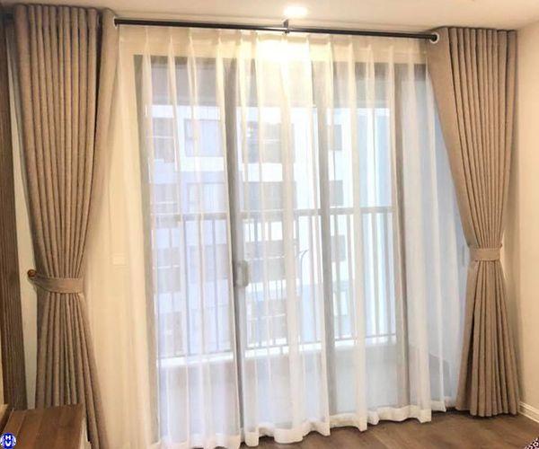 Rèm vải gấm cao cấp lắp đặt tại nhà khách hàng tại cổ bi gia lâm