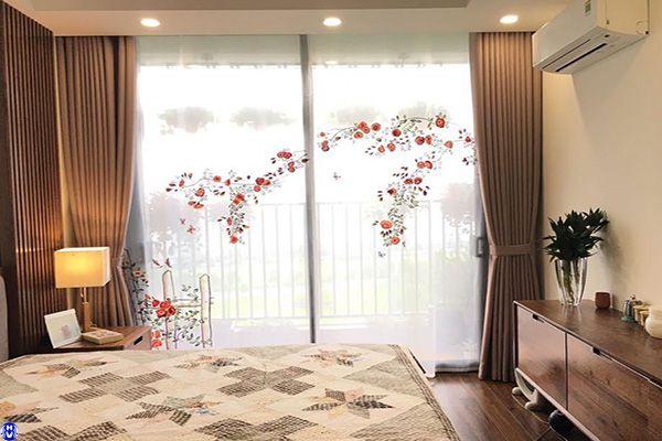 Rèm vải hoa văn cách nhiệt cho phòng ngủ lắp ở hàng thùng