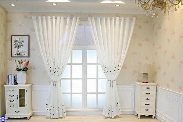 Rèm vải voan cửa sổ dùng trang trí cho căn phòng