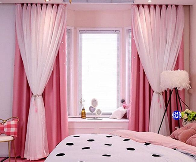 Mẫu rèm cửa sổ màu hồng hai lớp thiết kế dáng bèo
