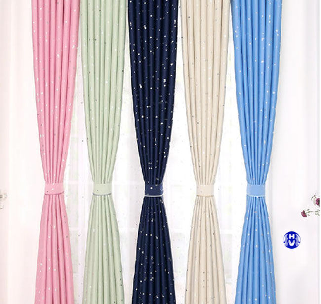 Nhiều màu sắc rực rỡ cho nững mẫu rèm giá rẻ mà lại đơn giản
