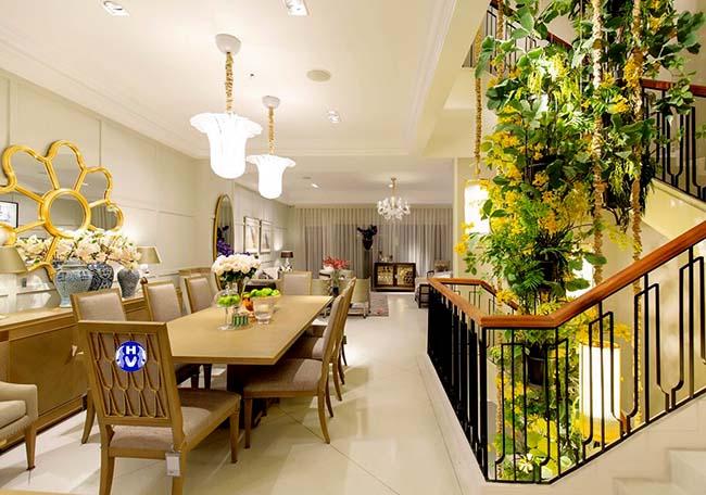 Rèm cửa làm nền cho nội thất được tỏa sáng trong không gian hiện đại