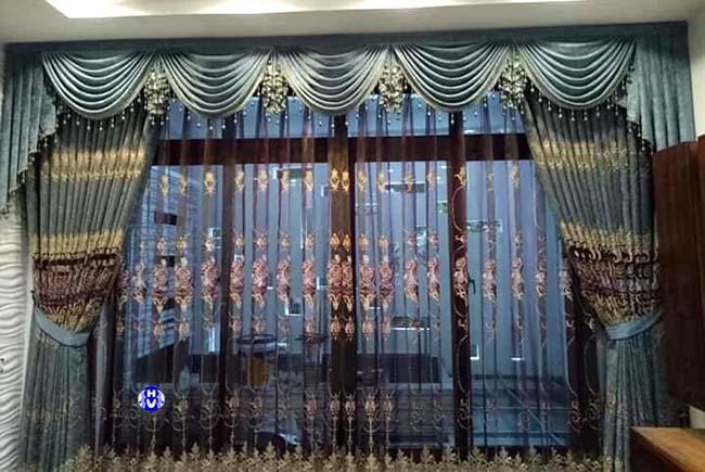 Rèm cửa sổ thiết kế tân cổ điển cho phòng khách tại long biên