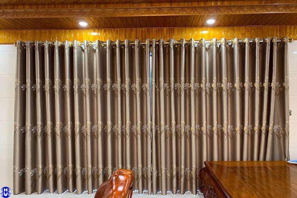 rèm cửa sổ vải gấm hoa văn thêu công trình tại phạm tuấn tài