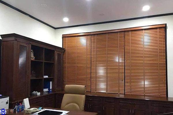 rèm nhựa giả gỗ giá rẻ lắp văn phòng tại lý thái tổ hoàn kiếm