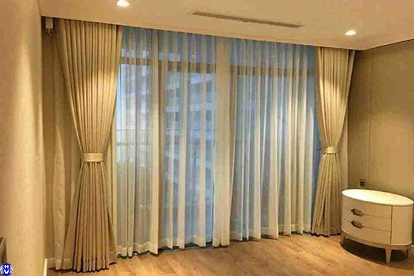 rèm vải 2 lớp lắp cửa sổ phòng ngủ gia đình ở đường võ quý huân