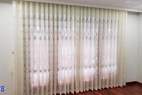 rèm vải voan hoa văn lắp cửa sổ đường độc lập ba đình