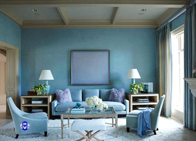 Tổng thể không gian nội thất cùng màu rèm là một màu xanh nước biển