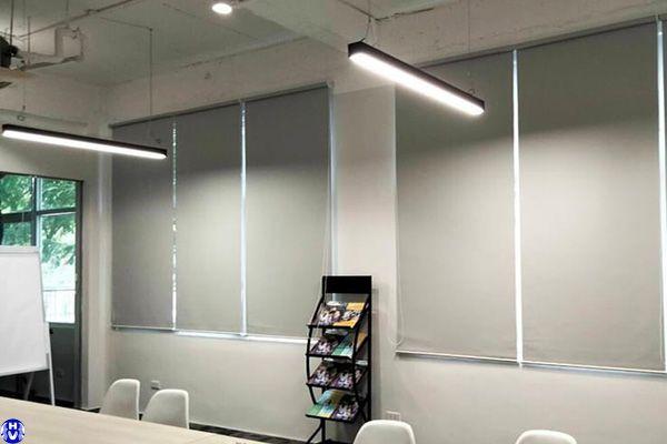 Mẫu rèm cuốn nhựa cửa sổ văn phòng hoàn thiện trọn gói địa bàn Hà Nội