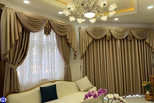 Rèm cửa sổ may theo thiết kế tân cổ điển lắp nhà vườn Hà Nội