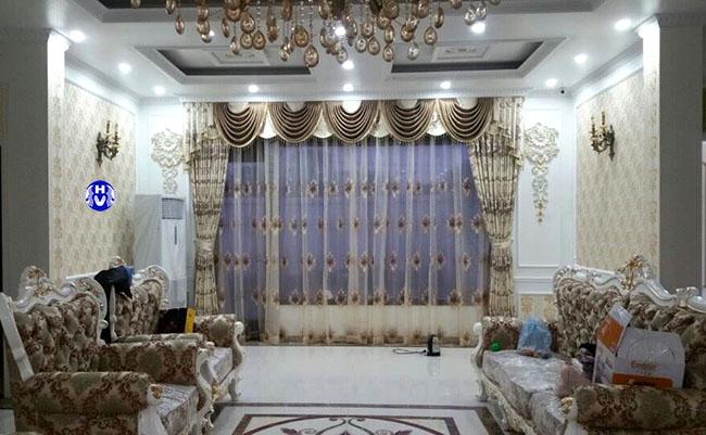 Các đường nét may tỉ mỉ tạo lên vẻ đẹp bộ rèm cửa phòng khách