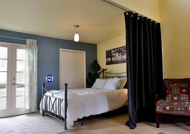 Cách phối màu tương phản giữa bộ rèm cửa thông phòng và nội thất