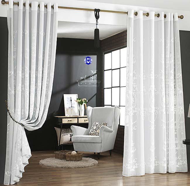 Căn phòng ngủ trở lên sang trọng mát mẻ nhờ bộ rèm ngăn phòng ngủ