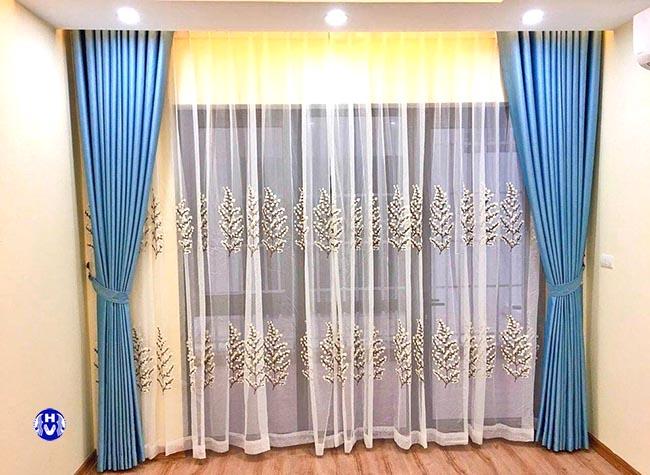 Căn phòng như có sức sống hơn với mẫu rèm cửa đơn giản 2 lớp