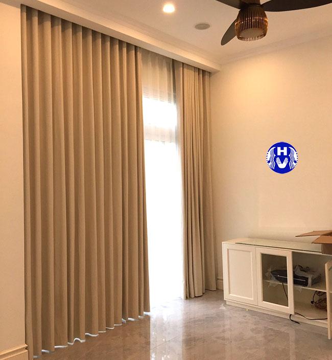 Gam màu trung tính luôn là lựa chọn an toàn cho các loại rèm cửa hiện đại