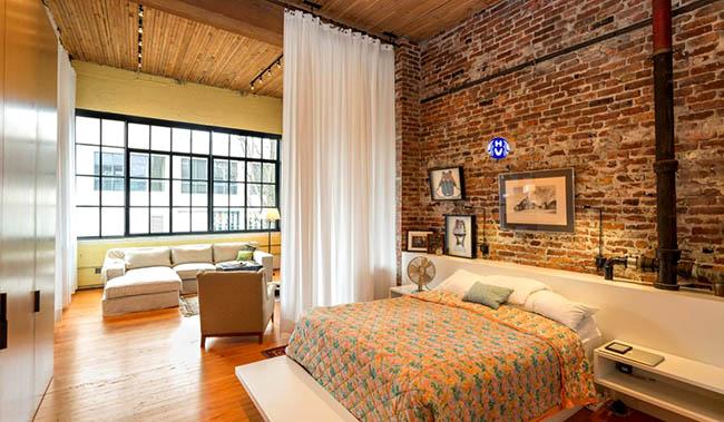 Lối kiến trúc đơn giản này không thể thiếu một bộ rèm ngăn phòng ngủ