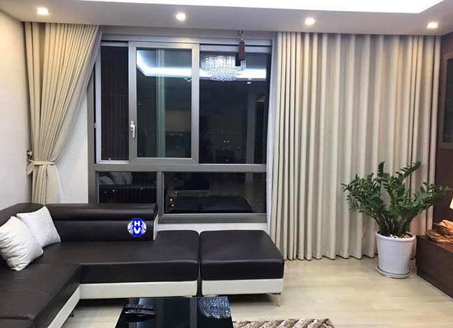 Màu be của bộ rèm cửa phòng khách hiện đại tạo lên nét trang nhã cho không gian