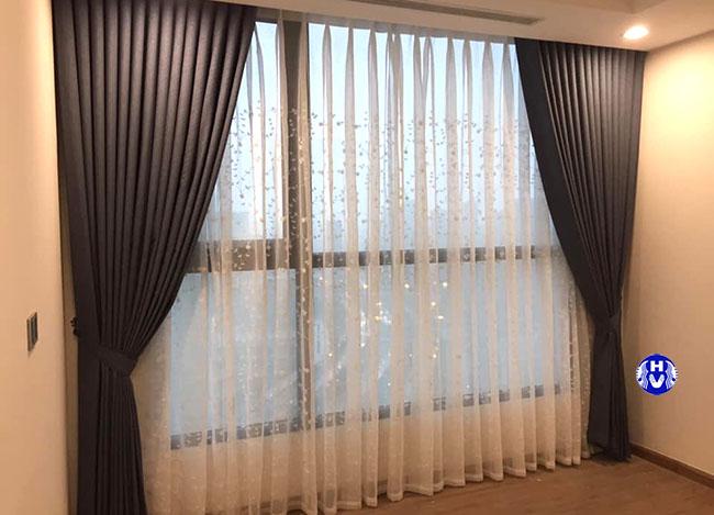 Mẫu rèm cửa cho căn chung cư hiện đại với tông màu xám luôn sự lựa chọn an toàn