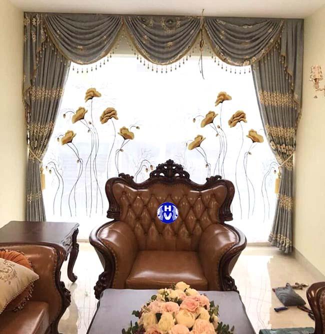 Mẫu rèm cửa hai lớp tân cổ điển tăng sự sang trọng cho căn phòng