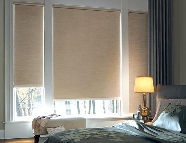 Mẫu rèm cuốn trơn màu vàng cho phòng ngủ
