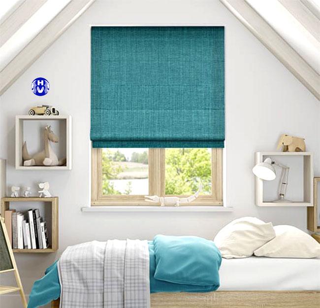 Mẫu rèm roman màu xanh mang sự hào hứng cho căn phòng ngủ