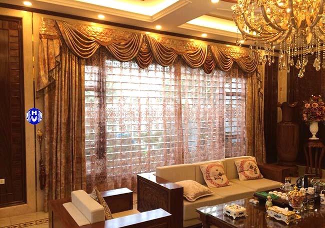 Mẫu rèm vải cách nhiệt tăng phần sang trọng cho căn phòng khách