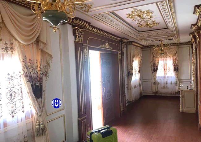 Mẫu rèm vải cách nhiệt thiết kế cầu kỳ phù hợp căn phòng sang trọng