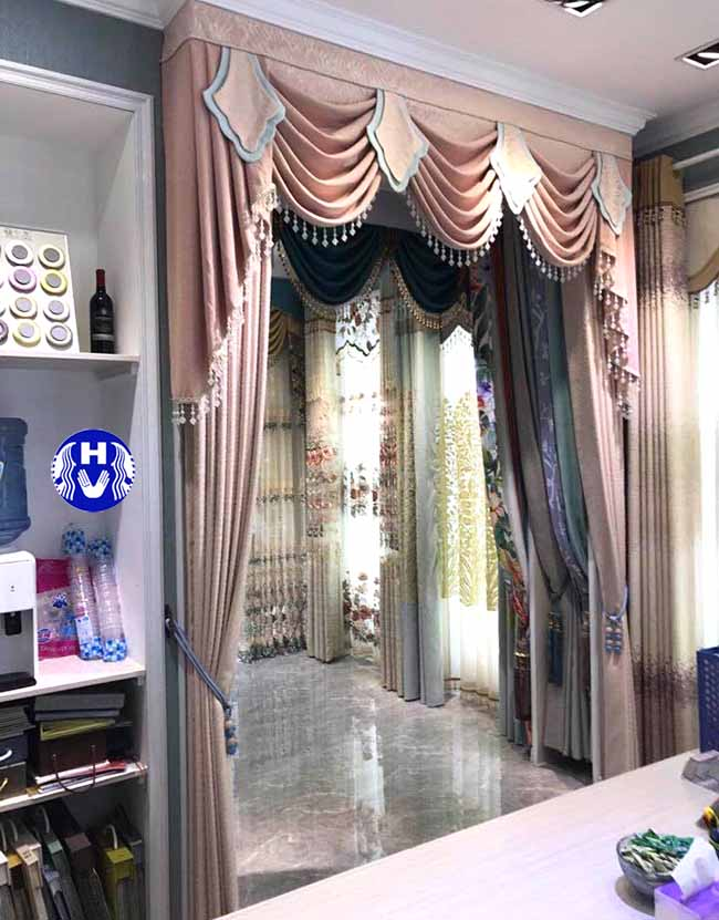 Một trong các kiểu rèm cửa đẹp nhiều chủ đầu tư lựa chọn cho căn phòng nhà mình