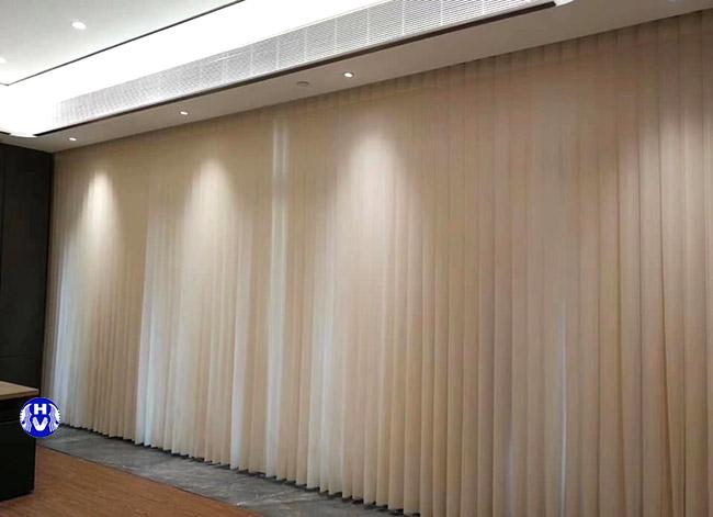 một trong các kiểu rèm cửa dọc lá văn phòng ưu chuộng