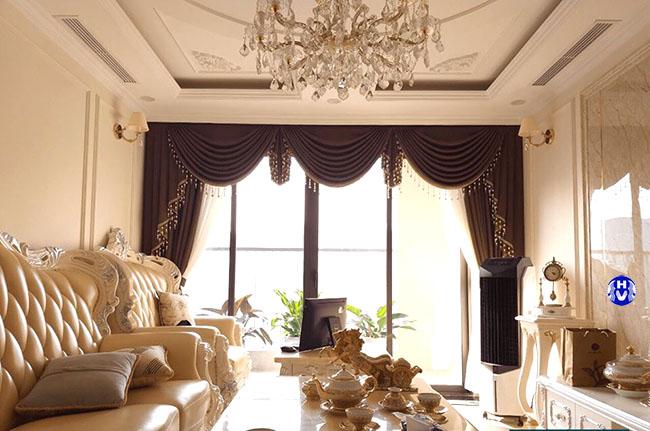 Nét tinh tế qua từng múi rèm cửa làm tăng sự sang trọng cho phòng khách hiện đại