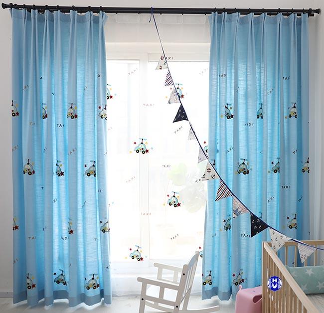 Nhiều kiểu dáng rèm cửa sổ in hình ngộ nghĩnh cho phòng các bé