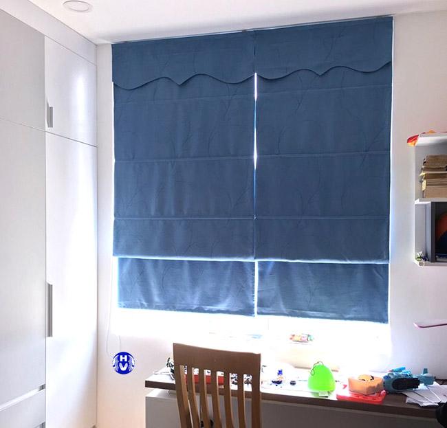 Những mẫu thiết kế rèm roman luôn thích hợp với căn phòng có cửa sổ nhỏ